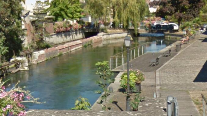 Le fuyard s'est jeté dans l'Eure pour ne pas que les policiers le rattrapent (Illustration @Google Maps)