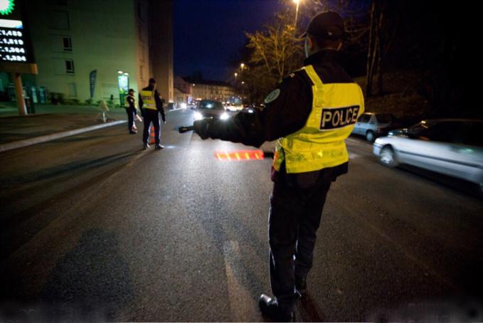 Rouen : le conducteur s'arrête à un contrôle de police, redémarre brusquement et prend la fuite