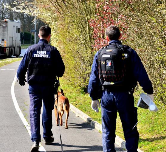 Une cinquantaine de policiers, un hélicoptère, un chien pisteur ...ont été mobilisés toute la journée d'hier pour retrouver le chauffard qui a blessè grièvement un policier à Verneuil-sur-Seine (Photo © DDSP78)