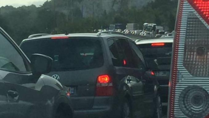 Un bouchon de 16 km était observé vers 10 heures entre Mantes et Poissy (photo @ L. W. /Facebook)
