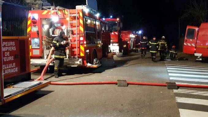 Incendie cette nuit aux Andelys : cinq personnes légèrement intoxiquées hospitalisées a Vernon