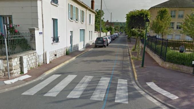 La nonagénaire traversait la rue de l'Équerre sur un passage pour piéton lorsqu'elle a été percutée par une voiture (illustration @ Google Maps)