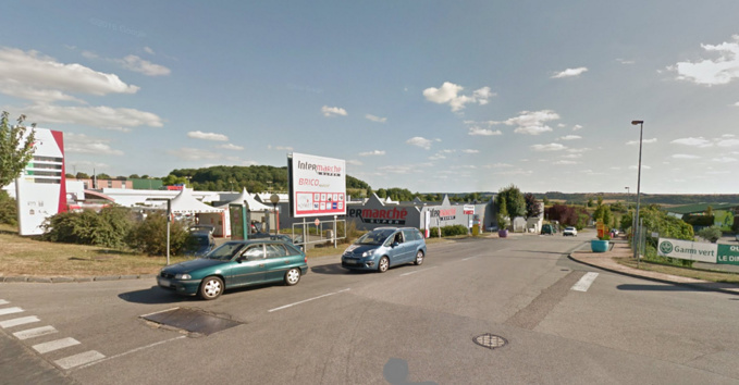 La solderie visée par les cambrioleurs est implantée dans la zone commerciale du Triangle à la sortie de Pacy (Illustration © Google Maps)