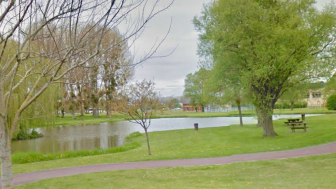 C'est la police municipale qui a signalé ce matin la présence de poissons morts dans l'un des étangs du parc Jacques-Guérillon au Trait (Illustration)