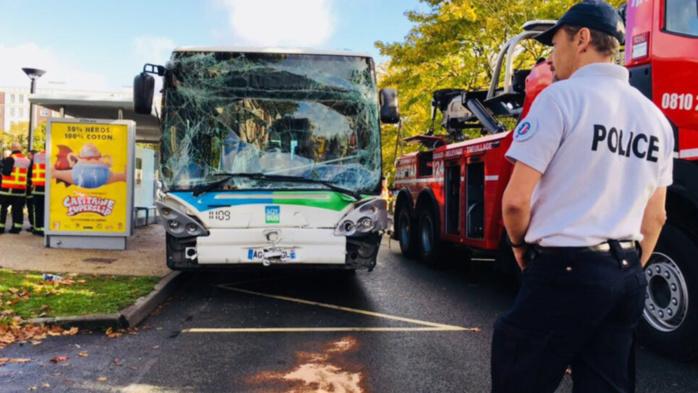 Une quinzaine de passagers ont été blessés légèrement dans le choc (Photos @ DDSP78)