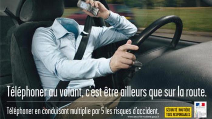 Illustration d'une campagne de la prévention routière pour lutter contre le téléphone au volant