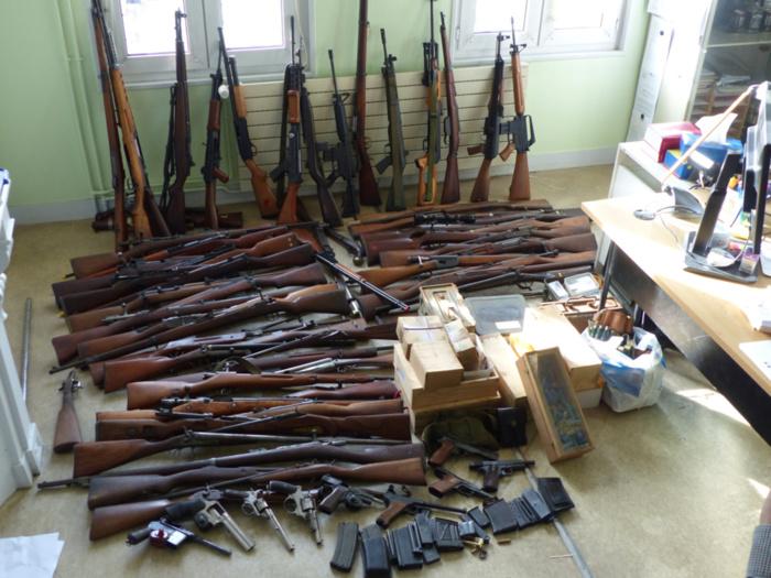 C'est un véritable arsenal que les policiers ont découvert dans le pavillon du sexagénaire (Photo @ DDSP76)