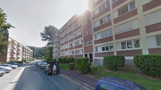 Aubergenville : elle dit «adieu» à ses amis et se jette par la fenêtre
