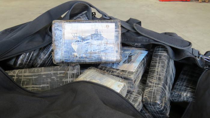 Les pains de cocaïne étaient entreposés dans des sacs de sport (Photo © Douane)