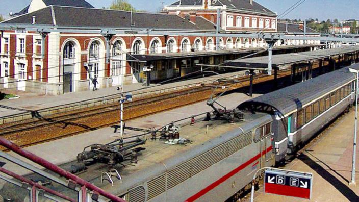 Le jeune homme a été foudroyé sur le toit d'une locomotive (Illustration @ D.R.)