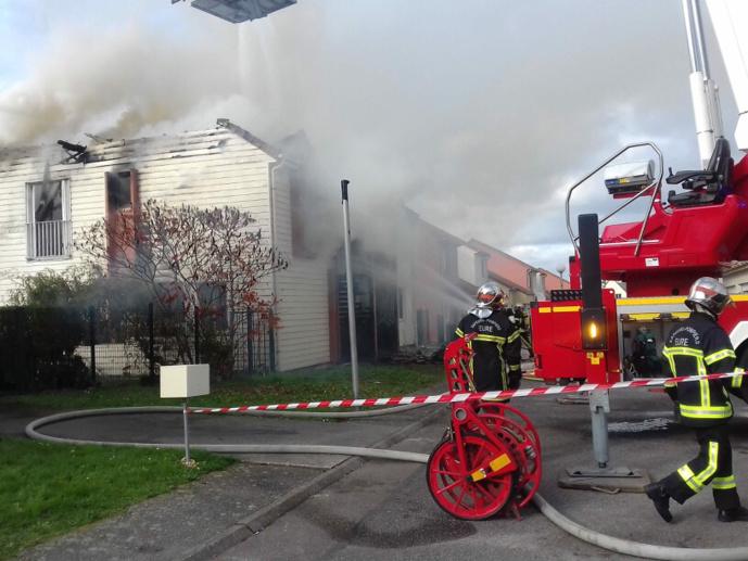 Vingt sapeurs-pompiers ont été engagés au plus fort de l'incendie