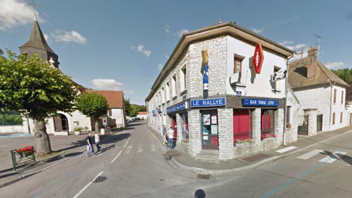 Le bar-tabac de Breuilpont, entre Pacy-sur-Eure et Bueil, a été délesté de nombreuses cartouches de cigarettes (Illustration @ Google Maps)