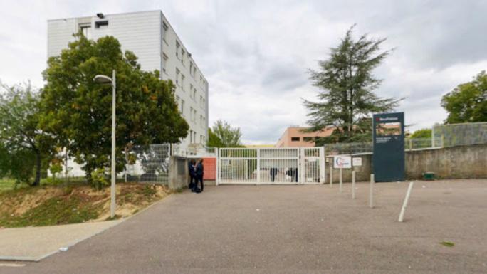Mantes-la-Ville : début d'incendie au lycée Camille Claudel, 600 élèves évacués et établissement fermé