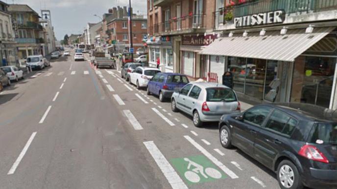 L'individu, arme d'un couteau, a dérobé une centaine d'euros dans cette boulangerie-pâtisserie de la rue de Verdun (Illustration @ Google Maps)