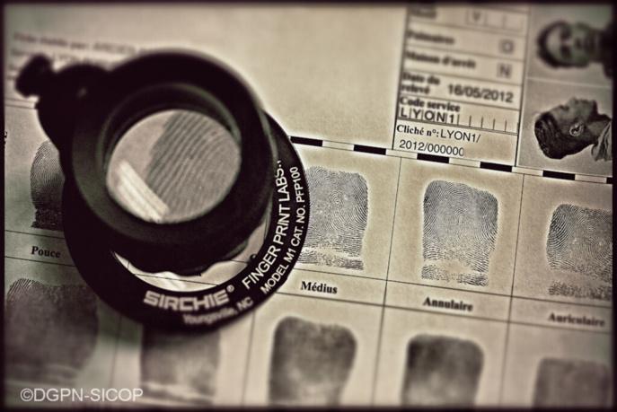 Les empreintes papillaires du jeune cambrioleur étaient répertoriés dans le fichier de la police (Illustration)