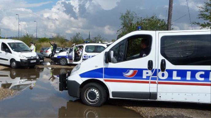 Seine-Maritime : la BMW des voleurs à l'étalage prise en chasse par l'agent de sécurité est interceptée au Havre
