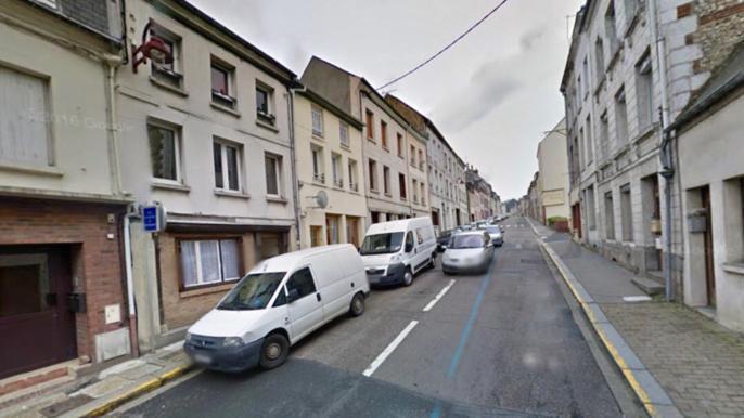 Le quadragénaire a été retrouvé blessé au visage à son domicile rue Gulllet, près du centre-ville de Bolbec (Illustration @ Google Maps)
