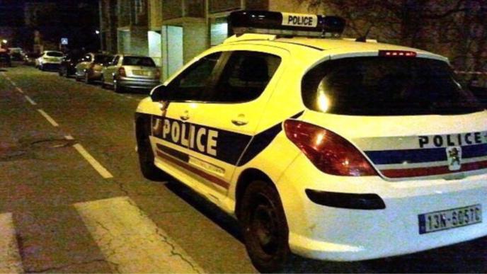 Seine-Maritime : ivre et sans permis, le conducteur arrache sur sa route un feu tricolore à Rouen