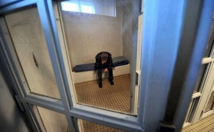 Le quinquagénaire a été placé en cellule de dégrisement en attendant de pouvoir être auditionné sur les faits (Illustration)