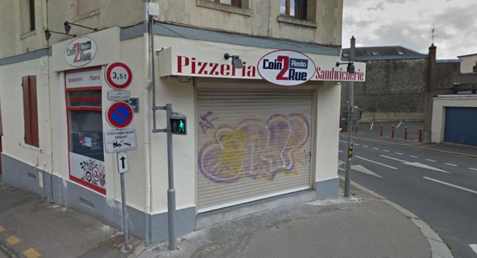 La pizzeria est régulèrement la cible de tagueurs (illustration © Google Maps)