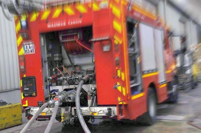 Cinq engins de lutte contre l'incendie ont été mobilisés pour éteindre le sinistre (Illustration © infoNormandie)
