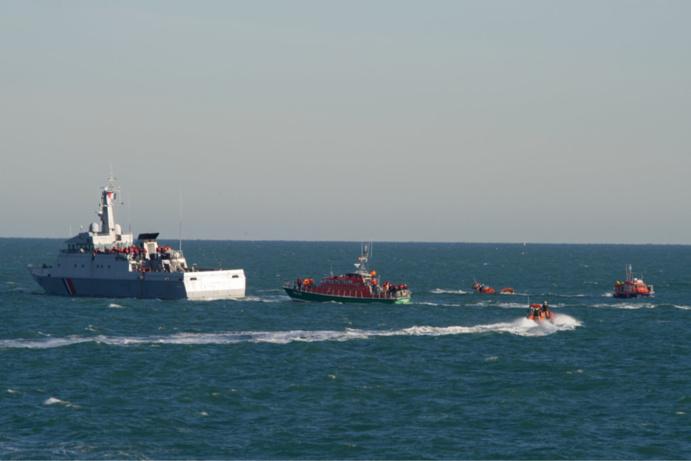 Le caseyeur La belle époque a été ramené par un membre des sauveteurs en mer au port de Barfleur en fin d'après-midi (Photo @ Prémar / Twitter)