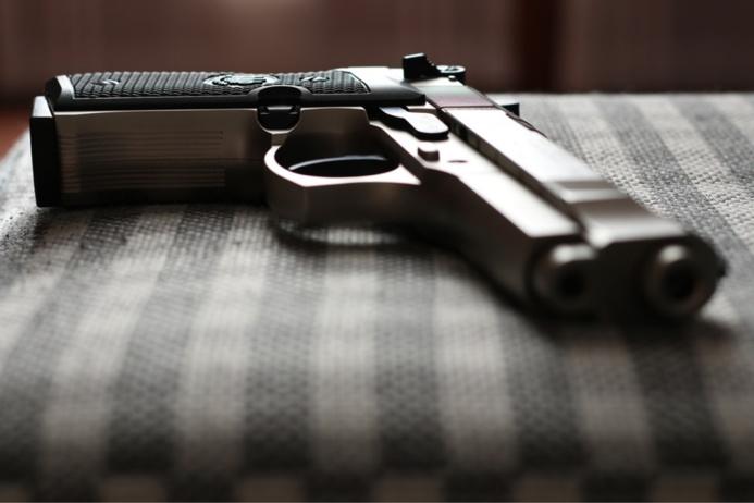Les armes ont été découvertes dans le vide poche du véhicule (illustration @ Pixabay)
