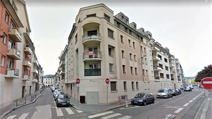 L'incendie s'est déclaré dans un appartement du 1er étage de cet immeuble à l'angle de la rue Pavée et de la rue Malouet (Illustration © Google Maps)