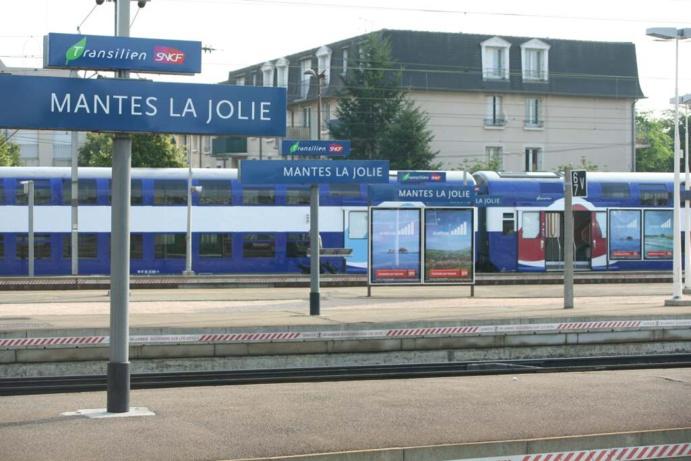 Une barrière a été jetée sur les voies dans le secteur de Mantes-la-Jolie, provoquant des dégâts sur un train Le Havre - Paris (Illustration)