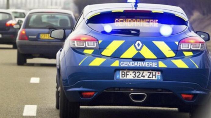 Les gendarmes ont localisé la Peugeot 508 sur l'A28. Elle circulait en direction du Mans lorsqu'elle a percuté un camion (Illustration © Gendarmerie)