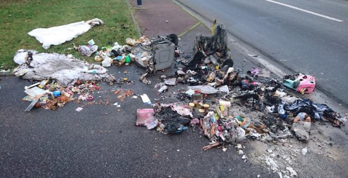 L'adolescent a avoué avoir mis le feu aux deux poubelles pour faire venir les sapeurs-pompiers (Photo © Gendarmerie de l'Eure/Facebook)