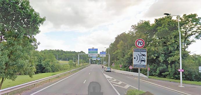 Le radar détruit est implanté en bordure de la route de Chantereine, peu avant d'accéder à la bretelle de l'A13 en direction de Rouen (Illustration)