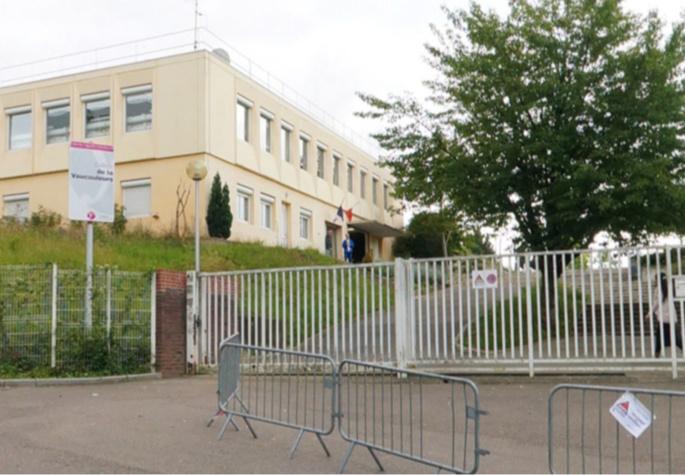Le collège de la Vaucouleurs à Mantes-la-Ville (Illustration)