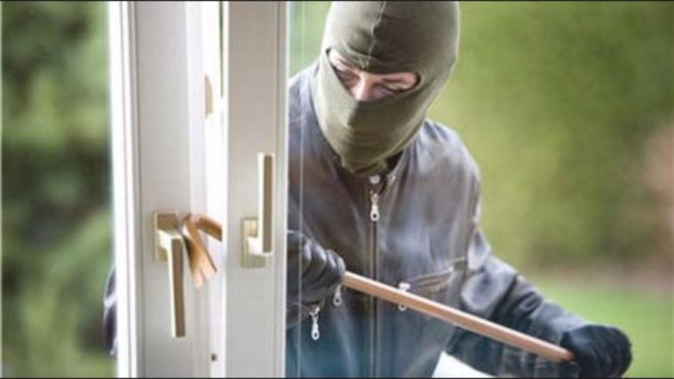 Le cambrioleur a été surpris de voir un adolescent dans la maison et a pris la fuite (Illustration)