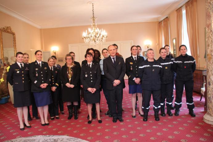 Gendarmes, policières, pompières, douanières : le préfet de l'Eure était bien entouré