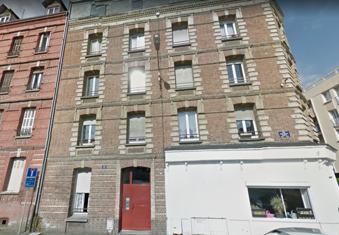 C'est dans cet immeuble au troisième étage que les sapeurs-pompiers ont fait la macabre découverte en venant éteindre un feu de matelas (Illustration © Google Maps)