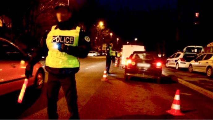 Les deux automobilistes roulaient tous feux éteints, ce qui a attiré l'attention des policiers (Illustration © DGPN)