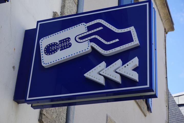 Les jeunes voleuses ou leurs complices se sont empressées de retirer 500€ avec la carte bancaire volée à l'octogénaire (Illustration © Pixabay)
