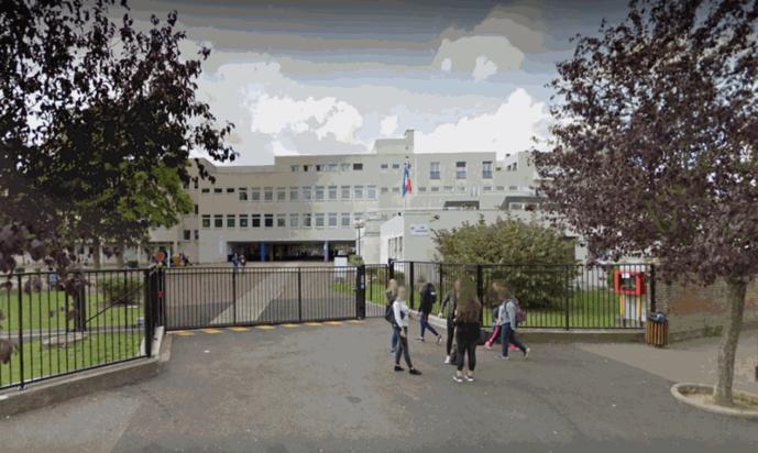 La dispute a éclaté à proximité de l'entrée du lycée Decrétot, ce matin vers 8 heures (Illustration © Google Maps)