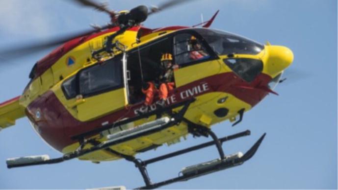 Le marin a été hélitreuillé par Dragon 76 et conduit à l'hôpital à Montivilliers près du Havre (Illustration @ Préfecture maritime)