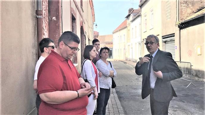 Pascal Lehongre, président du Conseil départemental et 1er adjoint au maire de Pacy-sur-Eure, est venu sur place ce matin. Il a pu s'entretenir avec les gérants des deux magasins principalement impactés par le sinistre (Photo © infoNormandie)