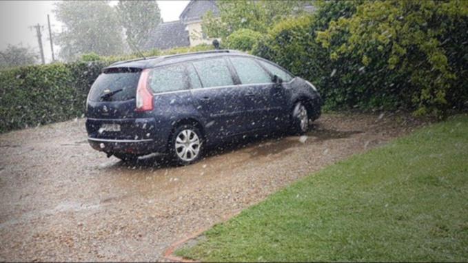 Une fine giboulée de neige est tombée ce lundi 30 avril dans l'Eure. Ici à Bourg-Beaudoin - Photo d'un lecteur