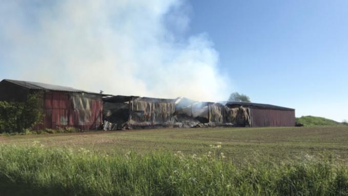 3 000 tonnes de lin et 30 tonnes d'ammonitrate partis en fumée dans un violent incendie dans l'Eure