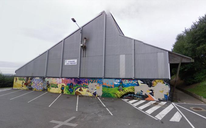 La Clio était stationnée le long du gymnase (à droite sur la photo) - Illustration © Google Maps