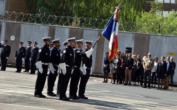 Moment très solennel dans la cour d'honneur de l'hôtel de police - Photos @ DDSP