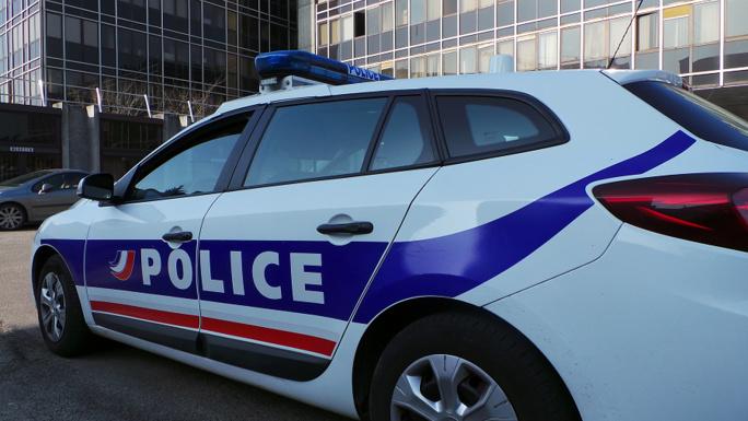 Le conducteur de la Mercedes en fuite est recherché par la police - Illustration © infonormandie