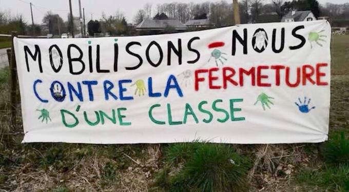 Les parents restent mobilisés contre la fermeture d'une classe à l'école l'Oiseau de feu - Illustration
