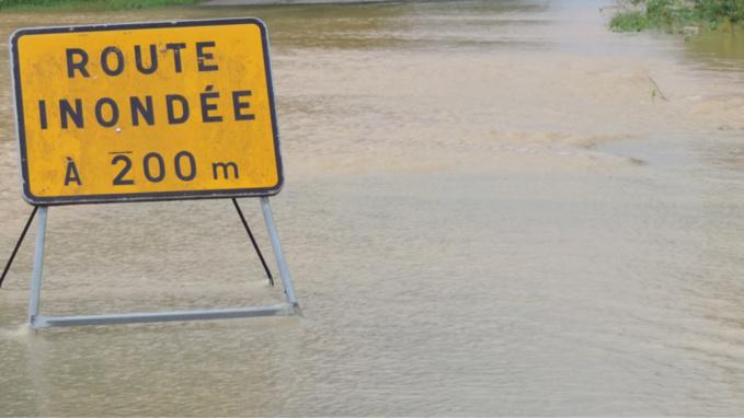 Des routes sont fermées à la circulation en raison des inondations - Illustration