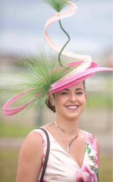 Elégance : tiercé gagnant pour Impertinence et coup de chapeau à la rouennaise Céline Cavé