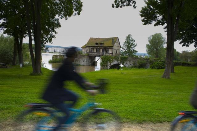 Dans l'Eure, un premier tronçon de 30 kilomètres va voir le jour le long des boucles de Seine et relier GivernyVernon-Les Andelys ; de la maison de Monet au château imprenable du roi Richard Coeur-de-Lion -Illustration © Vernon.fr